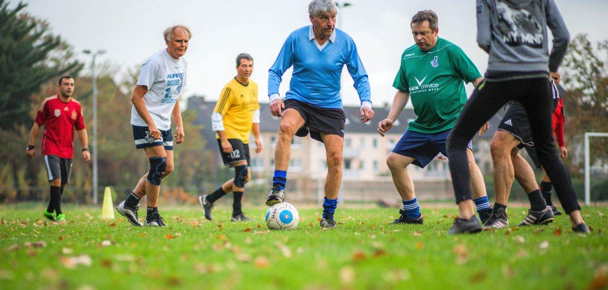 Geh-Fussball Mannschaftsfoto aus der WAZ
